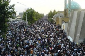Thousands defy Khamenei